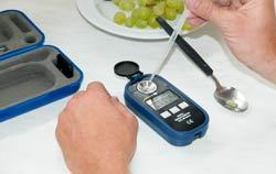Uso del rifrattometro digitale per vino