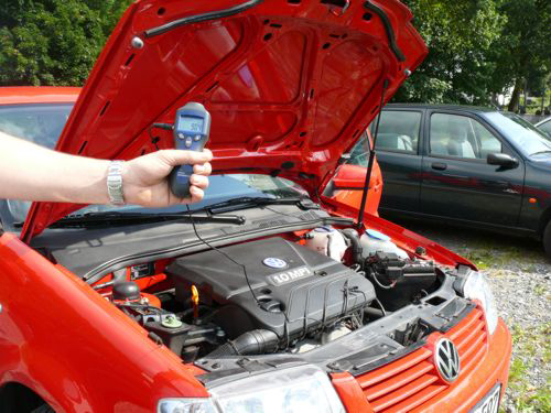 Drehzahlmessung mit dem PCE-AT5 an einem KFZ Motor