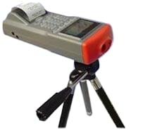 Datenlogger - Infrarotthermometer auf einem Stativ montiert (zur Langzeitaufnahme)