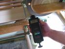 Handdrehzahlmesser im Einsatz an einer automatischen Kreissäge