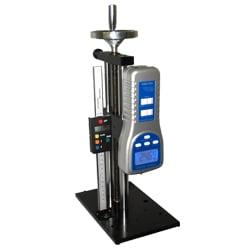 Teststand passend zum Kraftmessgerät PCE-FM50 und PCE-FM200 (das Bild zeigt das in den Teststand adaptierte Kraftmessgerät).