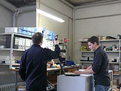 Das Infrarotthermometer bei der Anwendung und gleichzeitiger Auswertung am PC