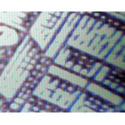 Mikroskop im Einsatz auf einem Geldschein