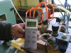 Druckmessgerät PCE-P bei der Druckmessung