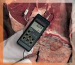 Das pH-Messgerät HI-9024 bei der Messung.