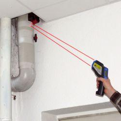 Das Punkt Infrarot-Thermometer im Einsatz.