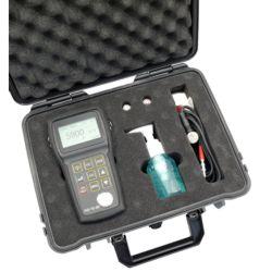 Das Ultraschall Dickenmessgerät  PCE 250 im Koffer.
