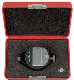 Hier sehen Sie den Digital-Durometer PCE-DD D in seiner Gerätebox