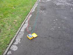 Erdungsmesser mit den beiden Prüfleitungen für den Erdwiderstand