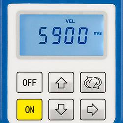 Hier sehen Sie das Materialdickenmessgerät beim Einstellen der Schallgeschwindigkeit