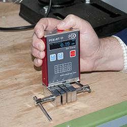 Rauhigkeitsmessgerät bei einer Oberflächenprüfung