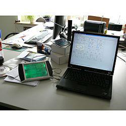 Wetterstation verbunden mit einem Laptop