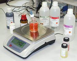 Industriewaage im Einsatz im Labor