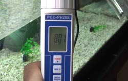 Aquarium pH Meter PCE-PH20 shows pH 8.01.