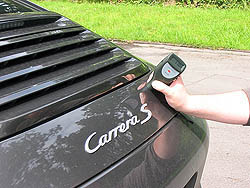 PCE-CT 28 (F/N) thickness meter: measuring the thickness of paint on a car