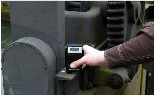 Here is the PCE-CT 30 coating thickness meter taking a measurement.
