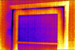 PCE-TC 4 Thermal Imaging Camera: heat leaking from a window