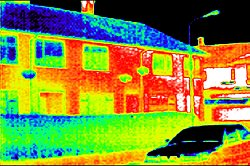 PCE-TC 4 Thermal Imaging Camera: thermal image of a building