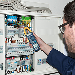 Clamp meter PCE-DC 41 application