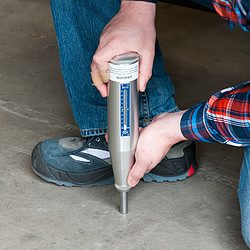 Concrete Rebound Test Hammer PCE-HT-225A in Use