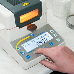 Multifunction Moisture Analyzer PCE-MA 100 display
