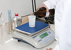 Package Scale PCE-WS 30 in Use