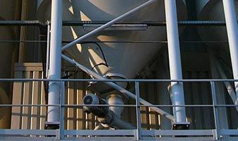 Células de pesado determinando la cantidad en un silo.