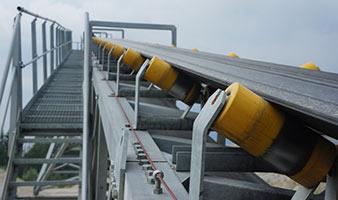 Förderbänder-/ Gurtbandförderer ausgerüstet mit Wiegetechnik von PCE Instruments.
