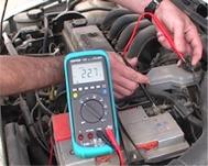 Testando la massa elettrica di un veicolo con il multimetro PCE-DM 22