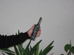 humidity meter checking environment