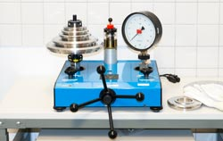 Calibration laboratory for handheld pressure meter.