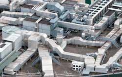 Anemómetro HVAC Aire acondicionado en un edificio.
