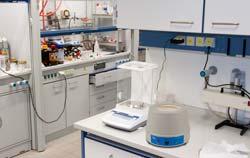 Manto calefactor PCE en el laboratorio.