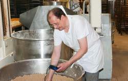 Refractómetro en aplicación en la industria alimentaria.