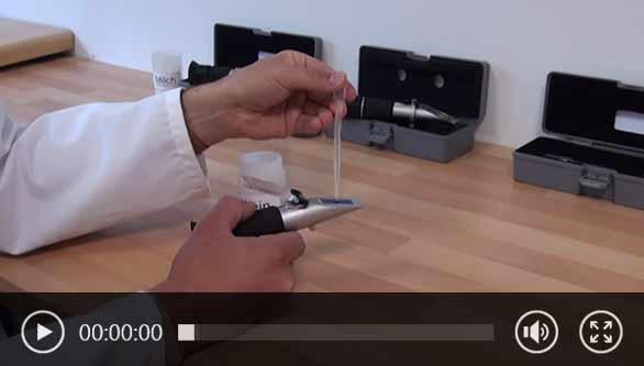 Utilización de un refractómetro analógico PCE