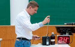 Registrador de datos de temperatura en uso en un experimento en una universidad.