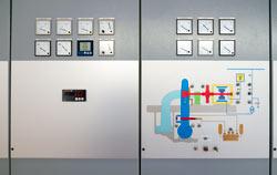 Tacómetro industrial para el control en una central eléctrica.