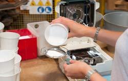 Método de secagem para determinar a umidade com o medidor de umidade de materiais PCE-MA 110.