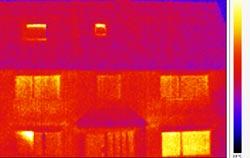 Caméra thermique dans les bâtiments pour détecter les défauts de construction.
