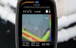 Inspection de la moisissure avec la caméra thermique.