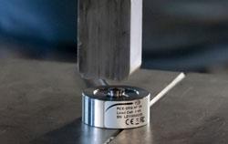 Cellule de charge dans la presse pour métaux.