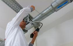 Durchflussmessgerät bei der Anwendung in einer Lüftungsanlage.