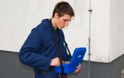 Prüfung einer Gebäudeerdung mittels Erdungsmessgerät von PCE Instruments.