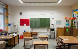 Auch in Klassenräumen kommen Feuchte und Temperatur Logger mit Alarmfunktion in Einsatz.