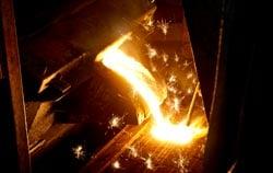 Personenschutz mittels Hitzestressmessgerät in einer Gießerei.