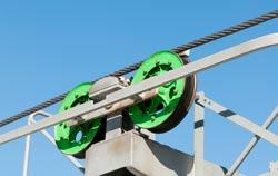 Überprüfung der Seile einer Seilenbahnen mittels Kraftmessgerät.