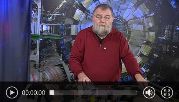 Wolfgang Rudolph stellt drei Labornetzgeräte vor.