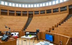 Luftqualitätsmesser PCE-AQD 50 bei der Überwachung eines Hörsaals.