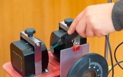 Magnetfeldmessgerät bei einer Messung zu Forschungszwecken.