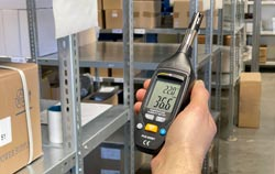 Feuchtigkeitsmessgerät in der Anwendung.